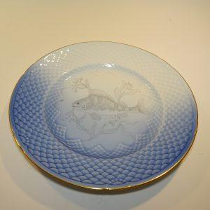 Mågestel, frokosttallerken med en Aborre uden farve fra Bing og Grøndahl.