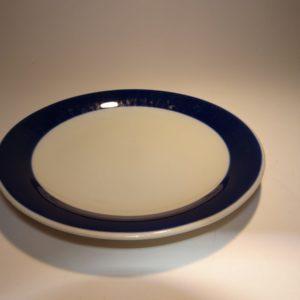 Blå Koka kagetallerken designet af Hertha Bengtson D: 17 cm