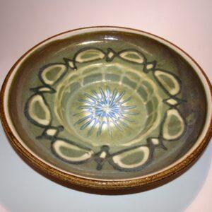 Bordfad i stentøj med smuk grøn glasur