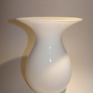Shape vase i hvidt glas Holmegaard