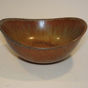 Keramik skål, Gunnar Nylund, Rörstrand. Farve mat brun glasur med toner af grøn.