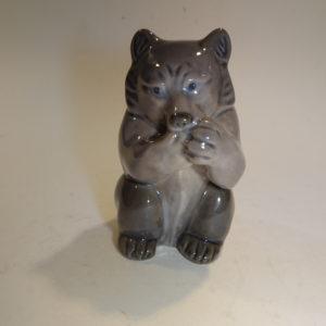 Porcelæns figur, bjørn, Royal Copenhagen. H: 9,5 cm.