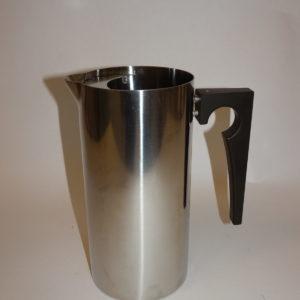 Cylinda Line kande med rist 1 l, designet af Arne Jacobsen for Stelton
