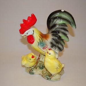 Flot og stor påskehane med kyllinger, små afskalninger