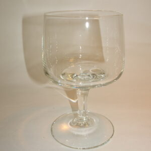 Rødvinsglas i klart glas på stilk, Mandalay, Holmegaard.