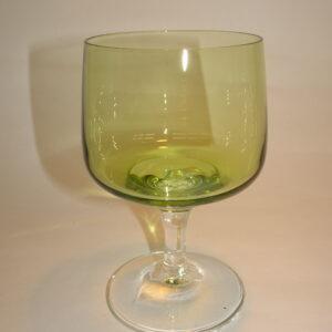 Hvidvinsglas i grønt glas på stilk, Mandalay, Holmegaard